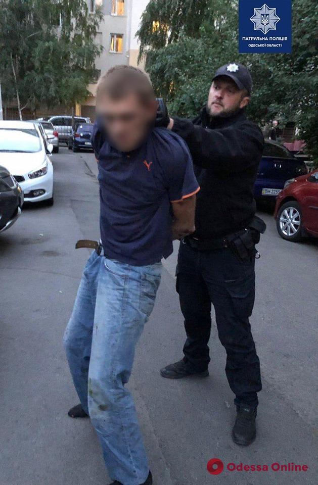 В Одессе наркоман крушил машины