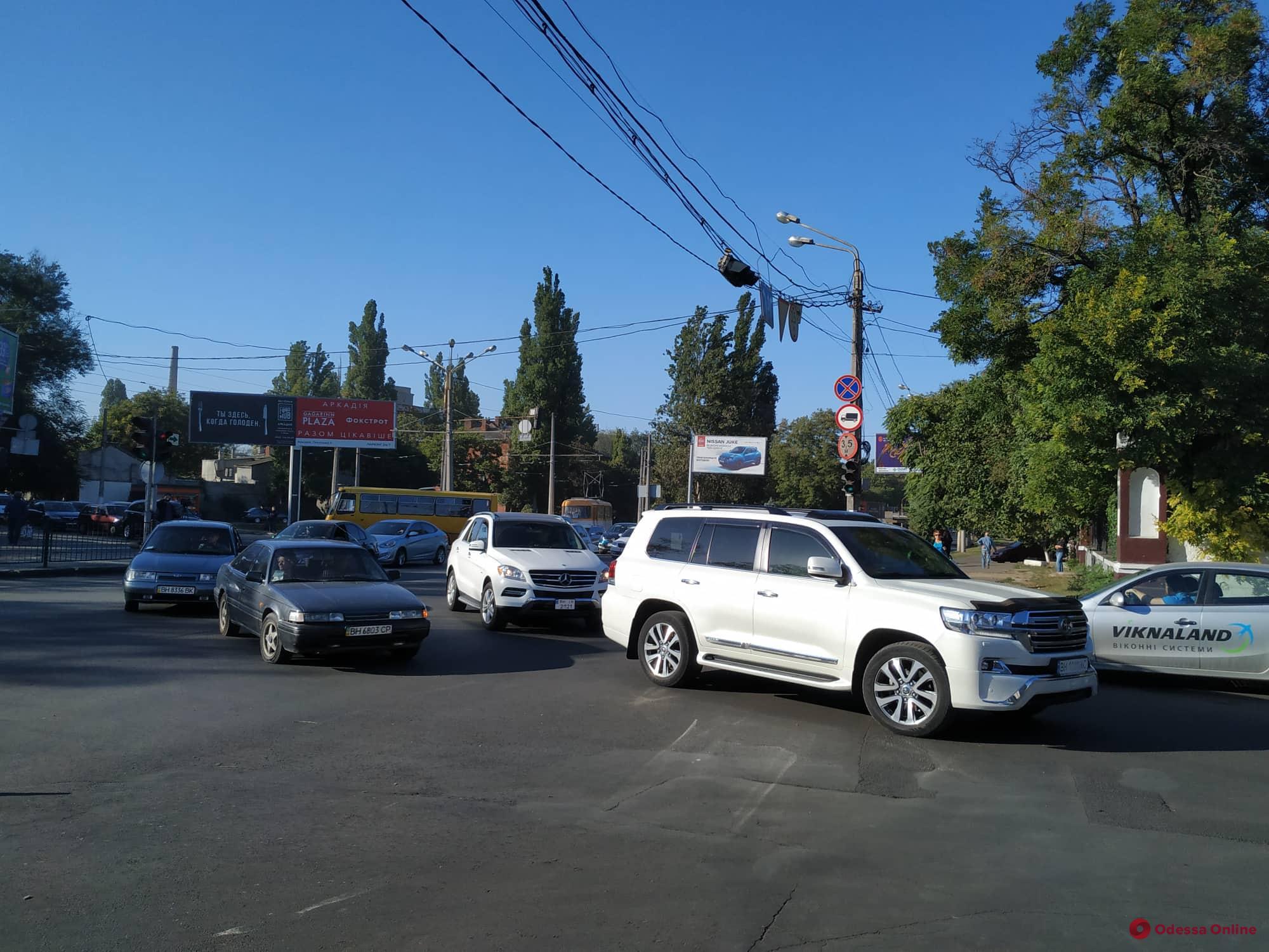 Из-за перекрытия Люстдорфской дороги в Одессе начался транспортный коллапс (фото, видео)