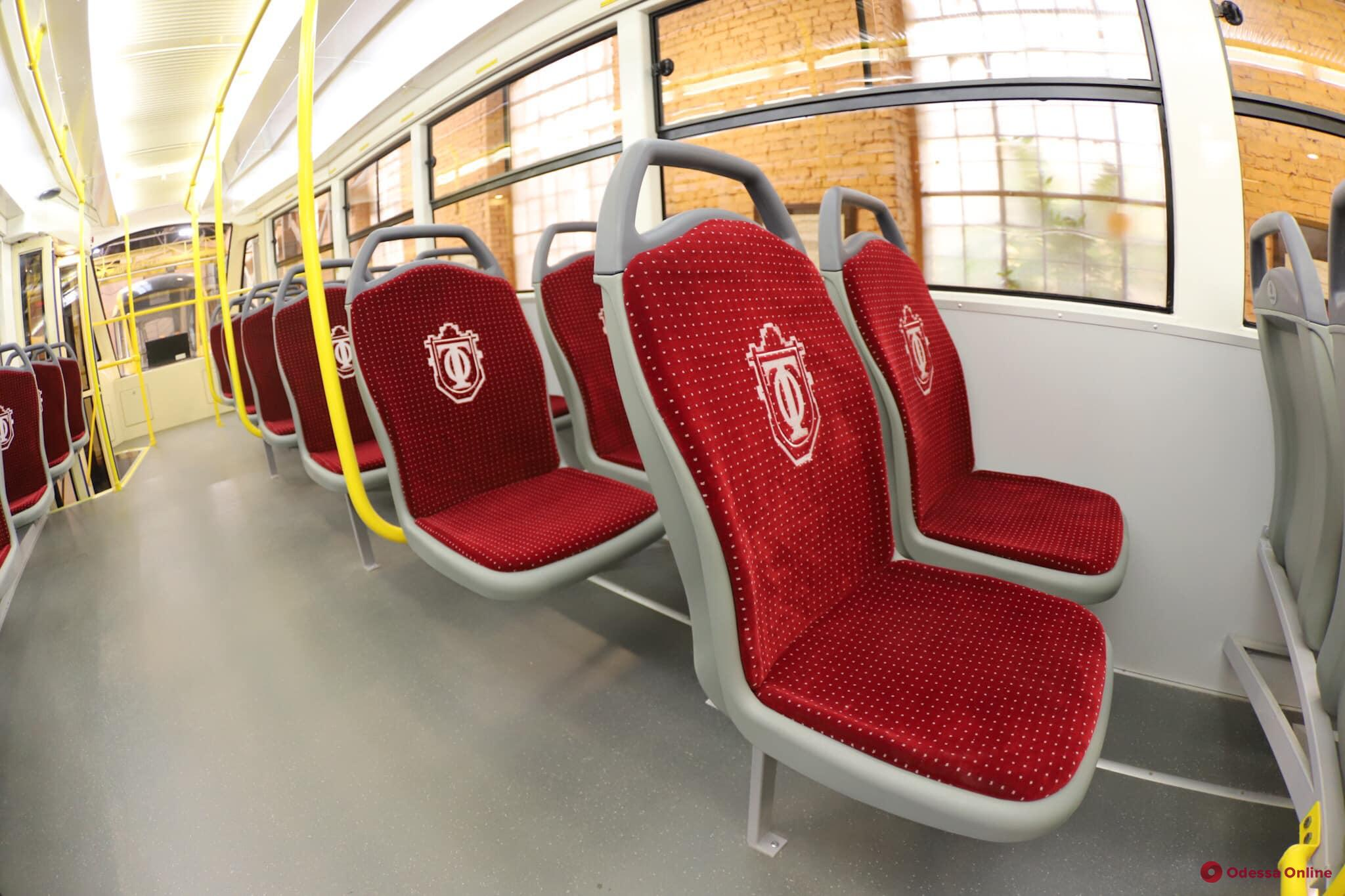 В Одессе представили трехсекционный трамвай «Одиссей-Макс»