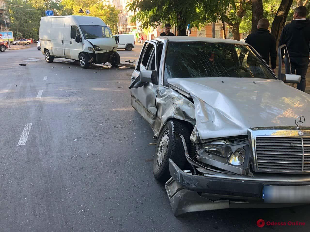 В Одессе столкнулись Mercedes и Fiat