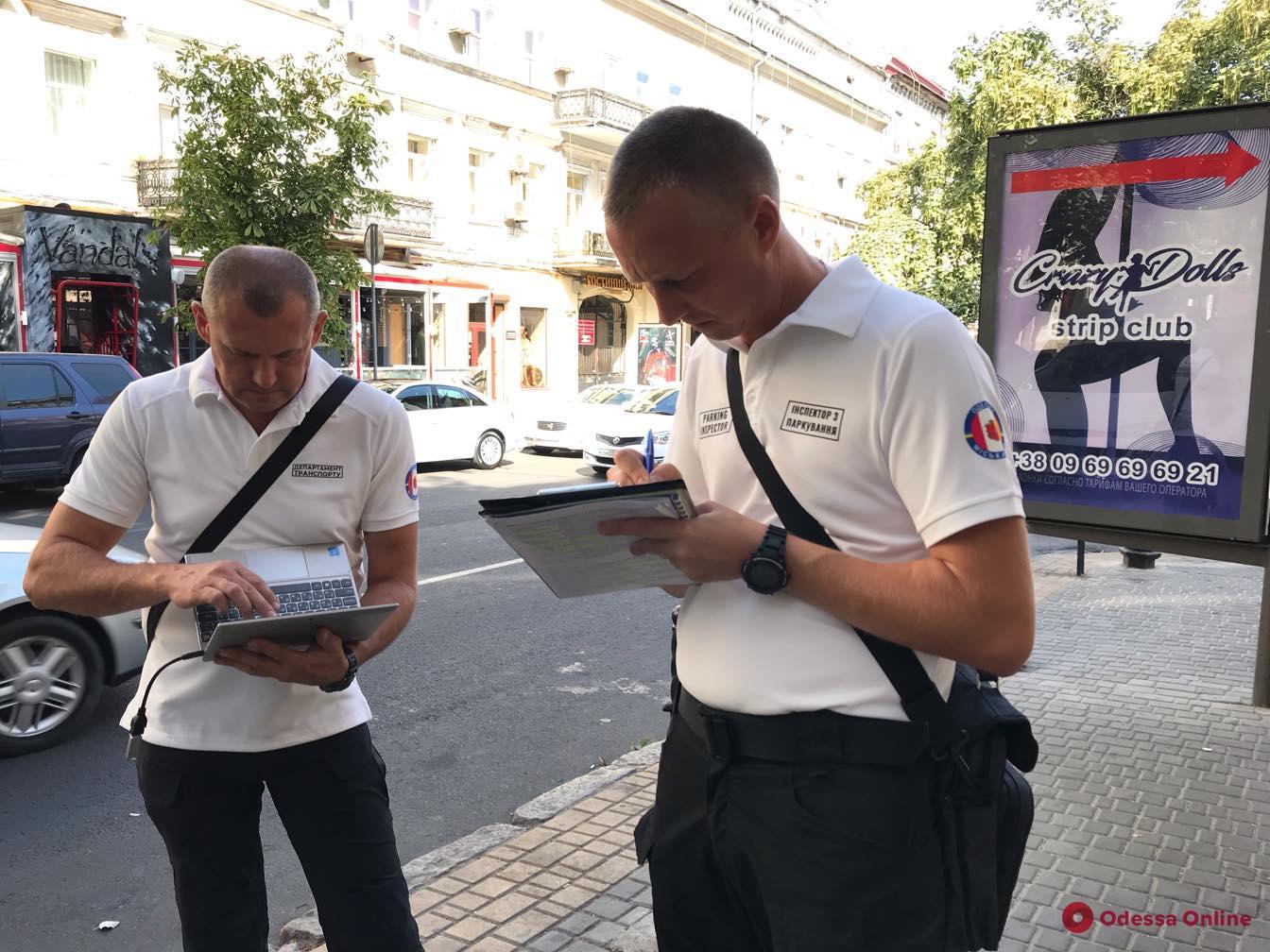 В Одессе начали штрафовать за неправильную парковку: как преображалась Екатерининская