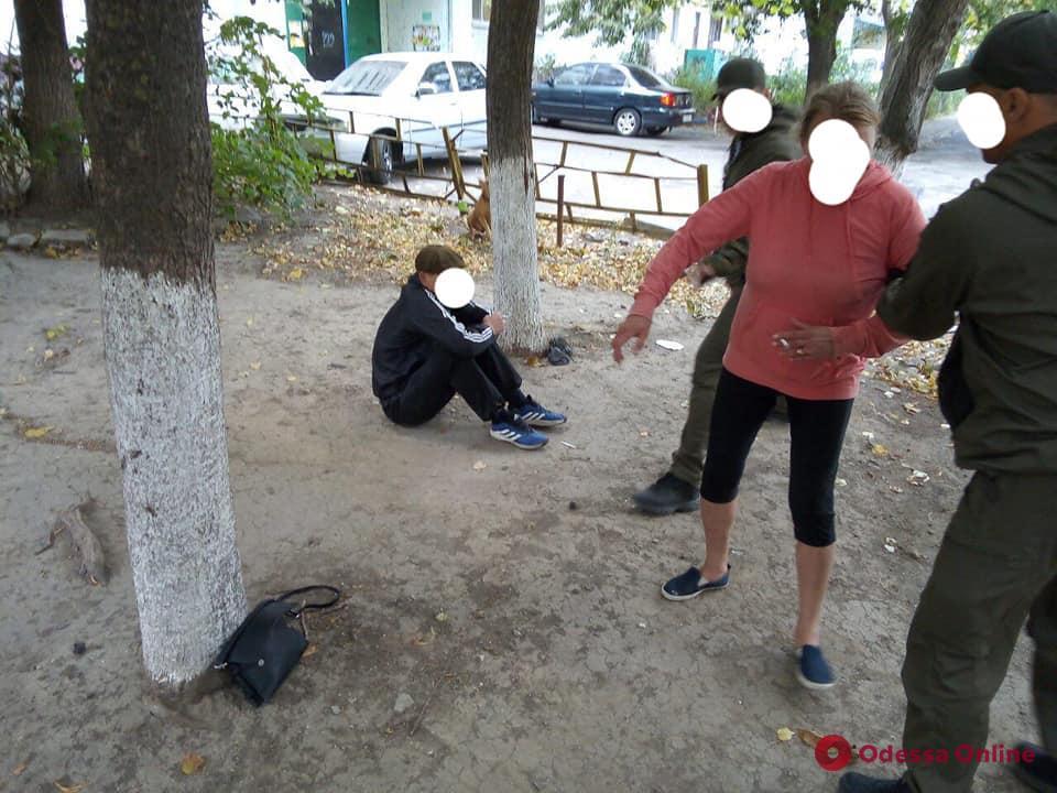 В Черноморске поймали парочку «закладчиков» с товаром