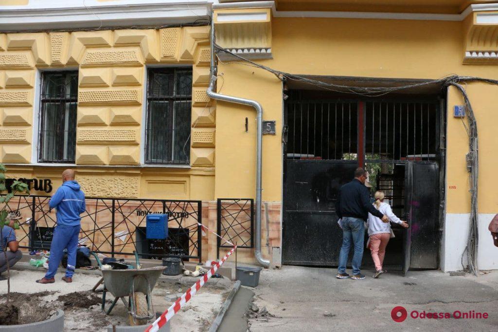 Депутатская комиссия проинспектировала ход капитального ремонта дома на Садовой