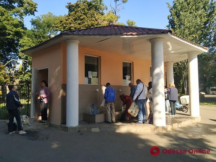 Одесса без воды: отсутствие ажиотажа возле бюветов и закрытые туалеты (фото)