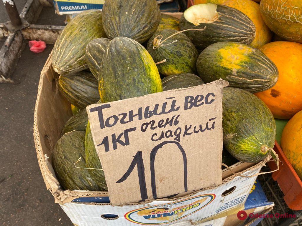Хурма, капуста романеско и мандарины: воскресные цены на одесском «Привозе»