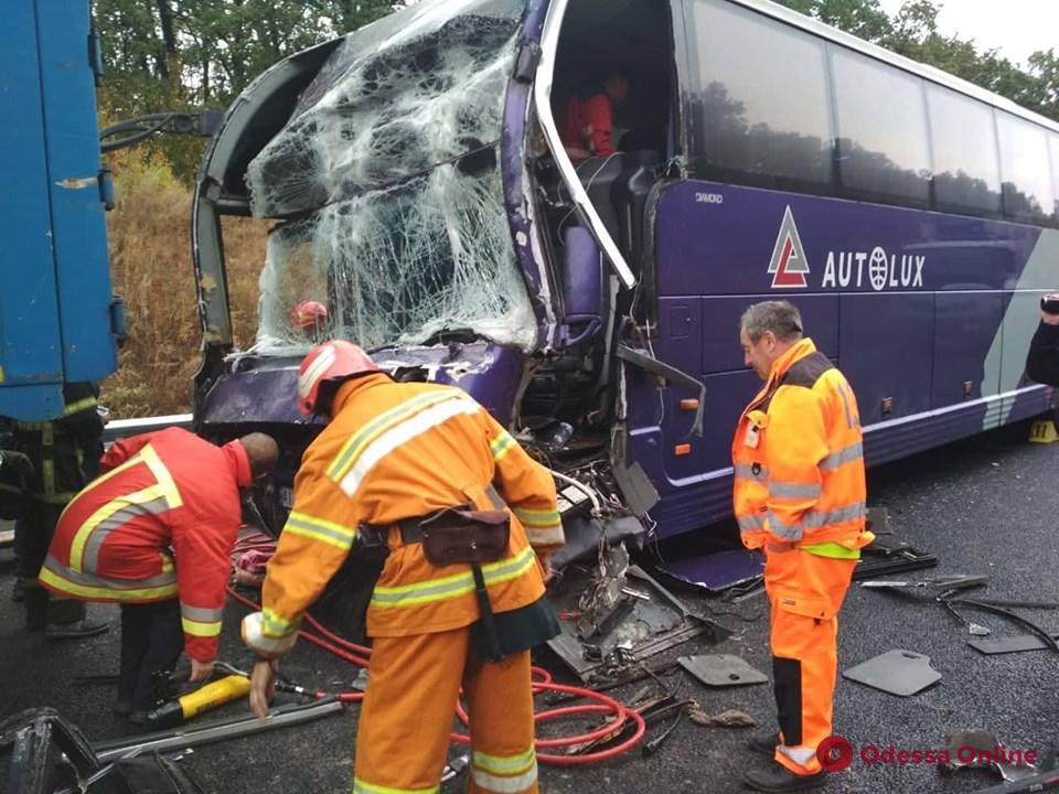 Следовавший в Одессу пассажирский автобус попал в аварию в Черкасской области