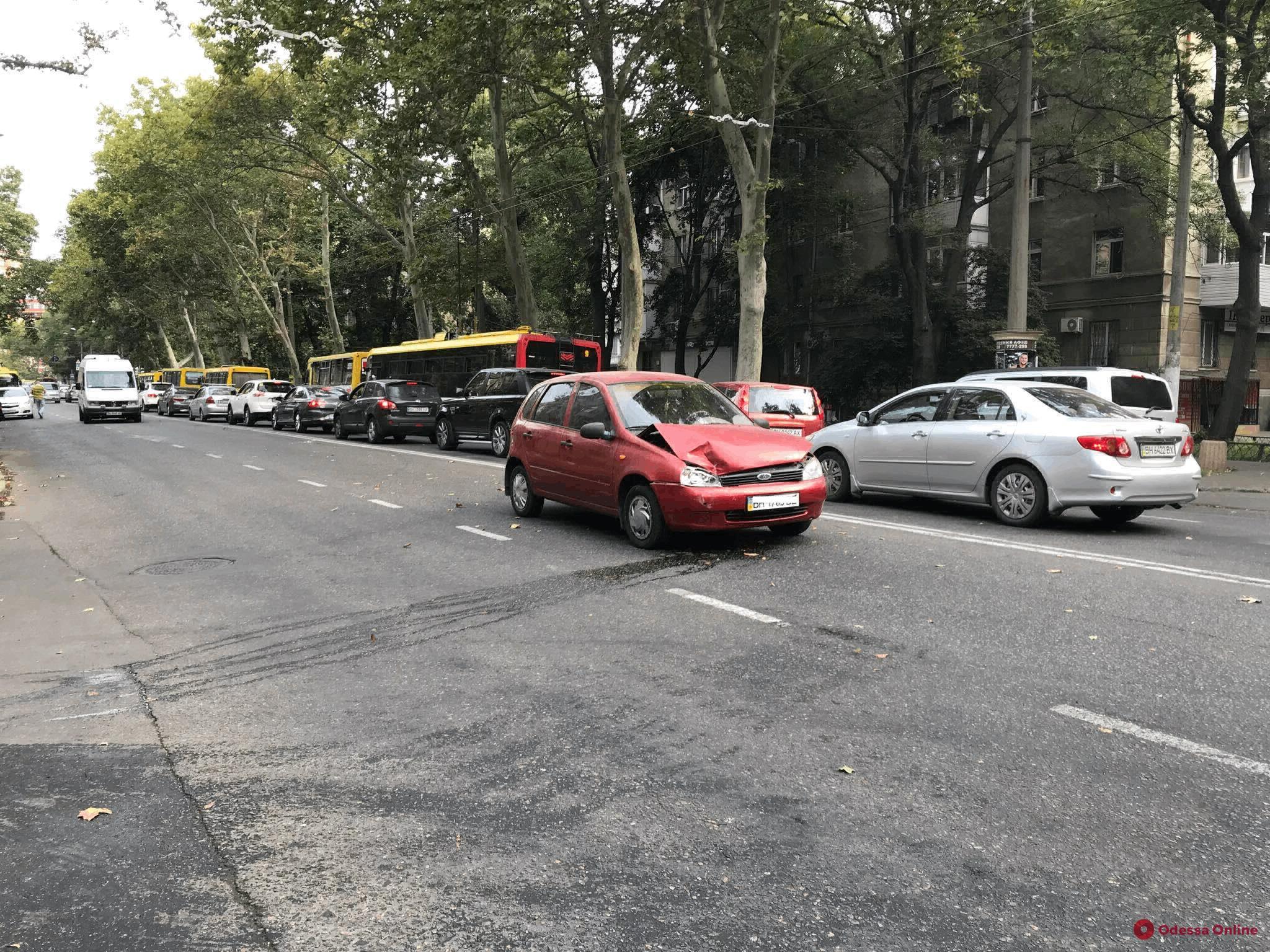 На проспекте Шевченко столкнулись Lada и Lexus