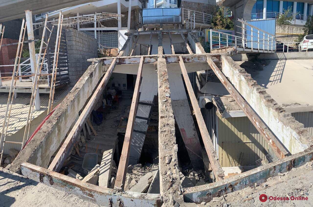 На 10-й Фонтана ремонтируют лестницу к морю