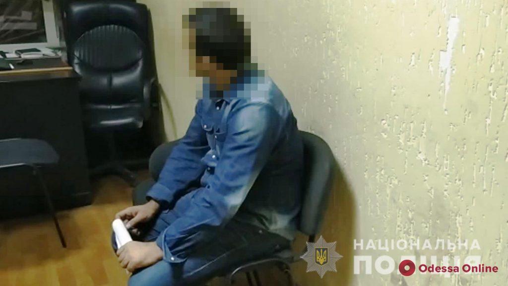 Двое иностранцев обокрали квартиру в Одессе