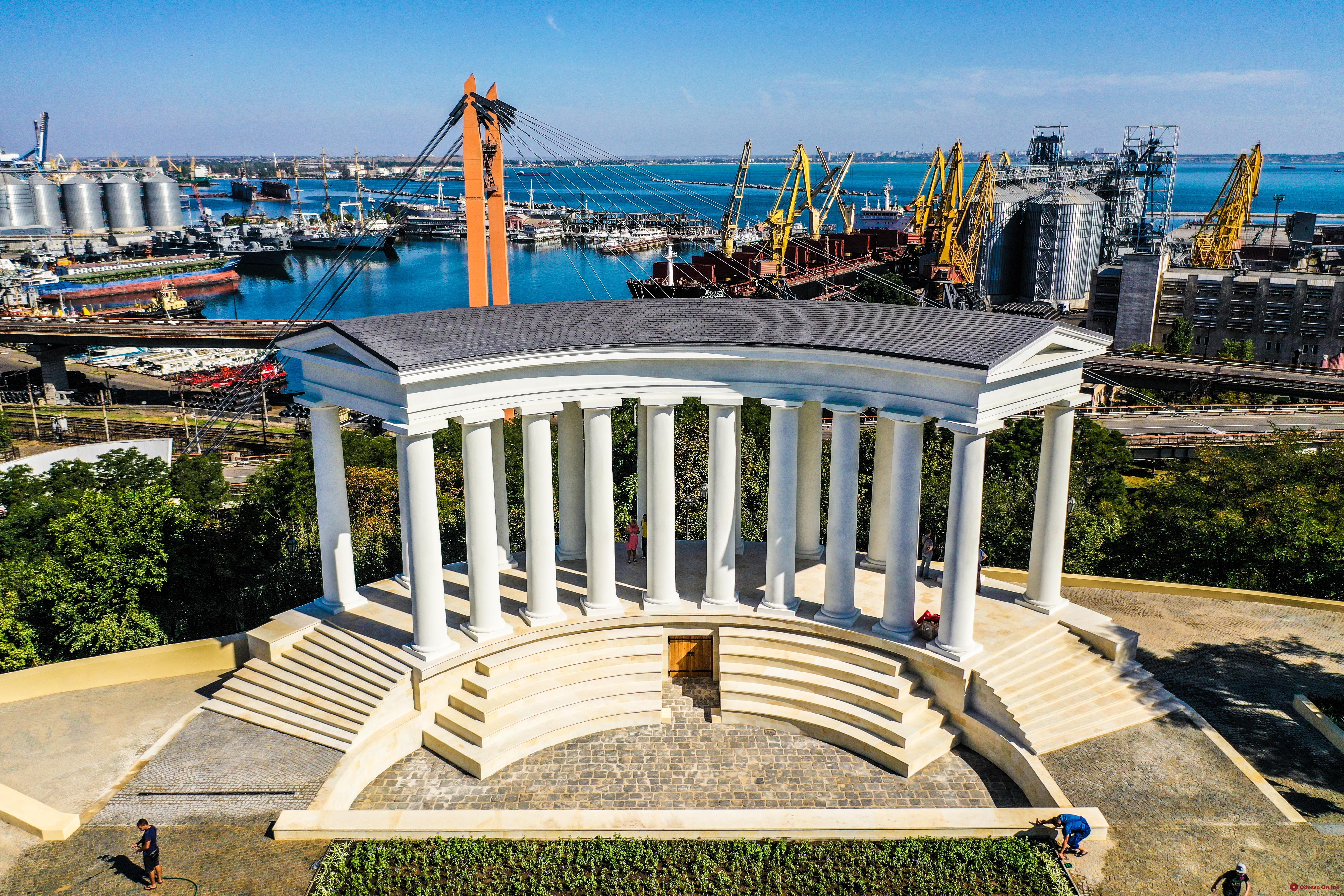 За Воронцовскую колоннаду теперь отвечает управление по охране культурного наследия