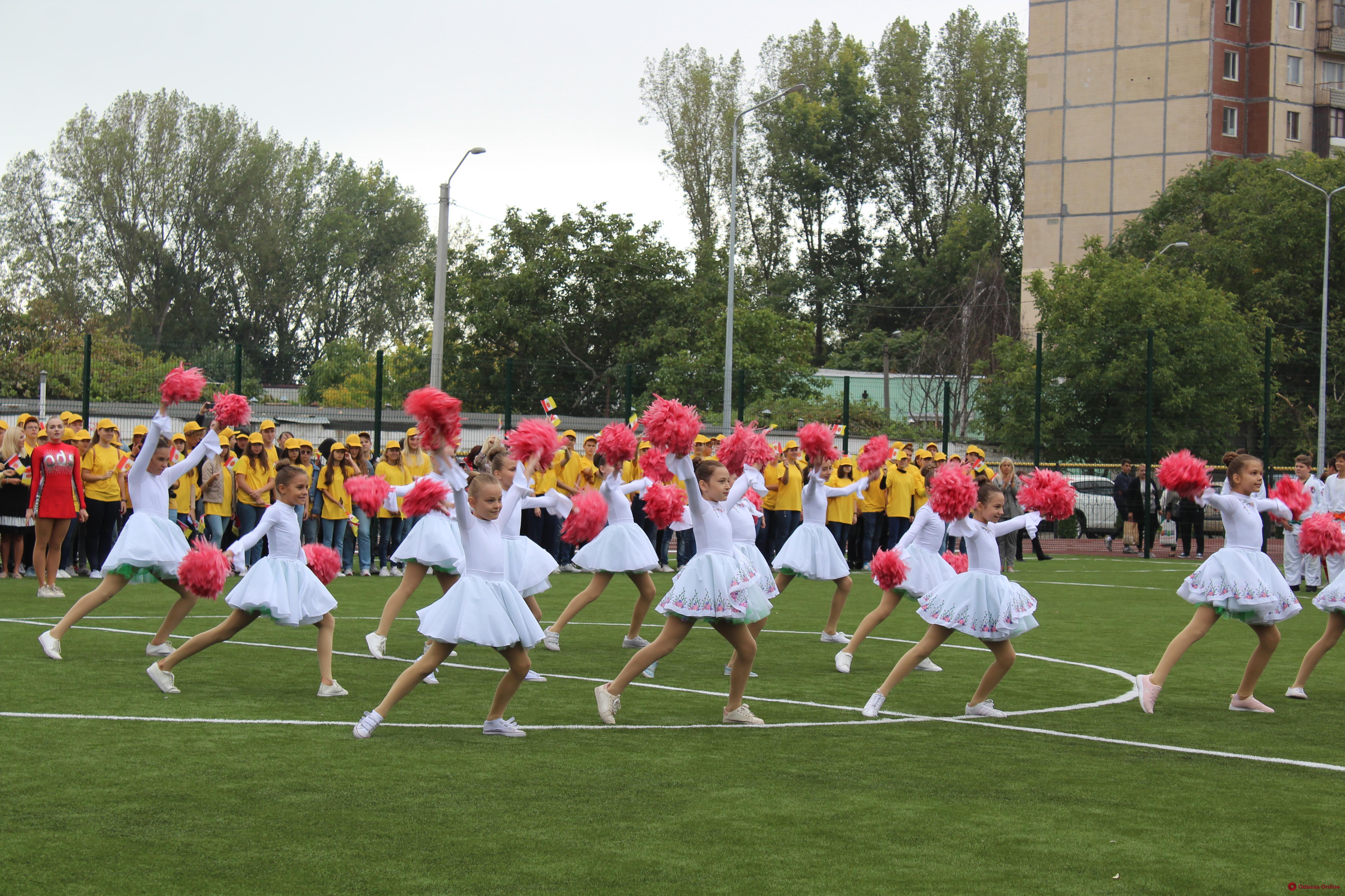 На Таирова открыли новый школьный стадион (фото)