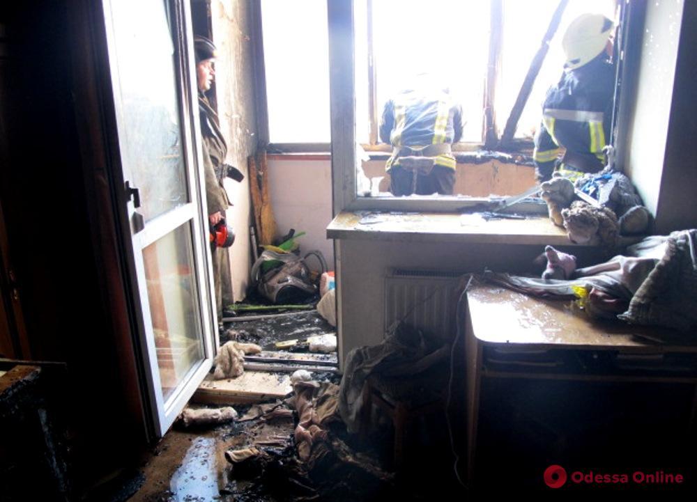 Во время пожара в многоэтажке на Дюковской пострадала женщина