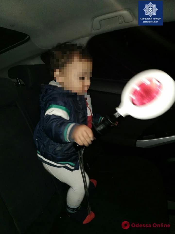 Ночью на Пантелеймоновской нашли 2-летнего мальчика в коляске