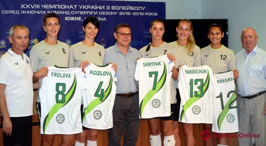 Волейбольный клуб «Химик» представил новичков: в Южный вернулась Татьяна Козлова