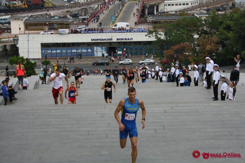 День физкультуры и спорта в Одессе: забег по Потемкинской лестнице и шествие чемпионов