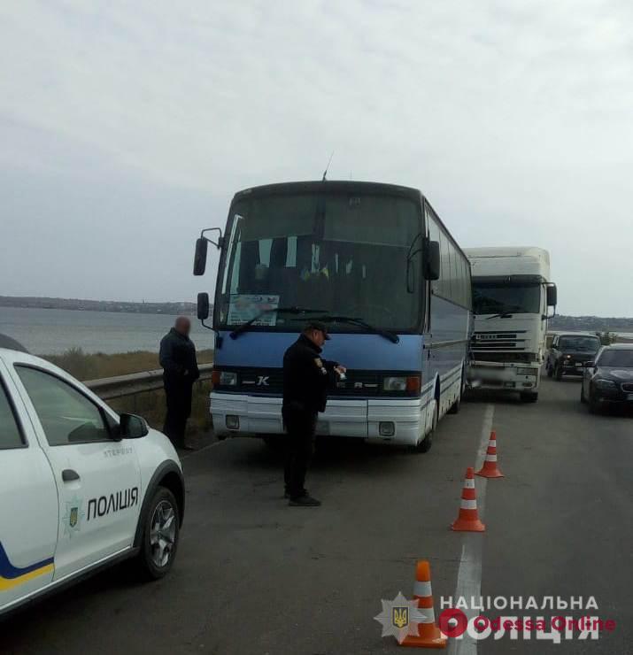 Под Одессой фура врезалась в рейсовый автобус