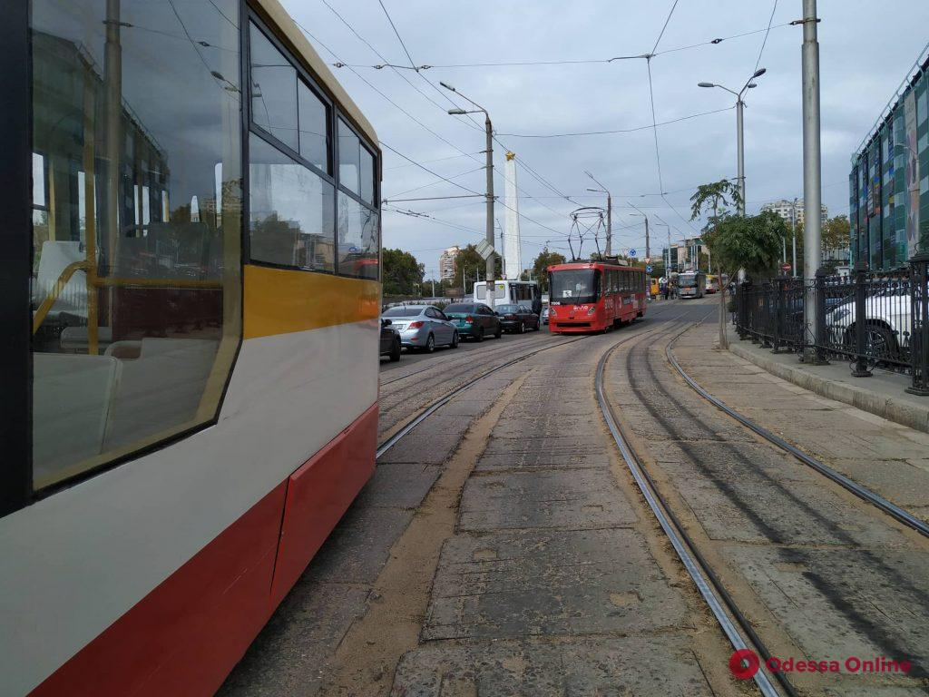 На площади 10-го Апреля не ходят трамваи из-за автохама