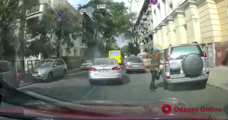 На Канатной «засветился» автовор (видео)