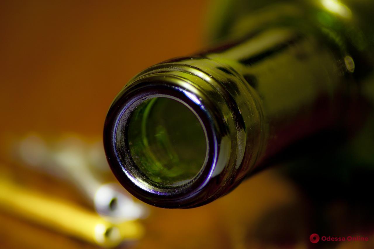 В Одессе гость города ударил охранника супермаркета по голове украденной бутылкой