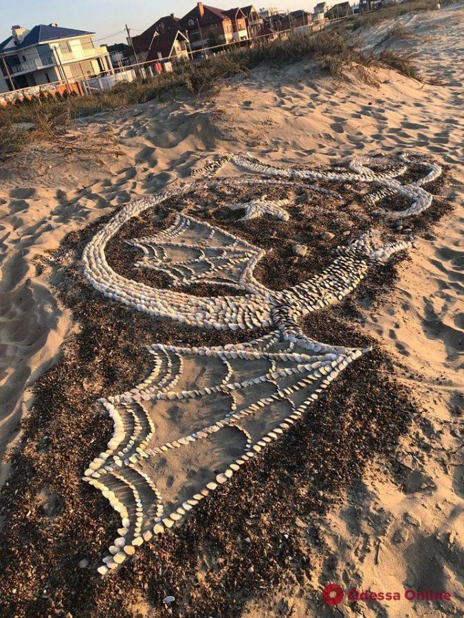 Пляж под Одессой «охраняют» драконы (видео)