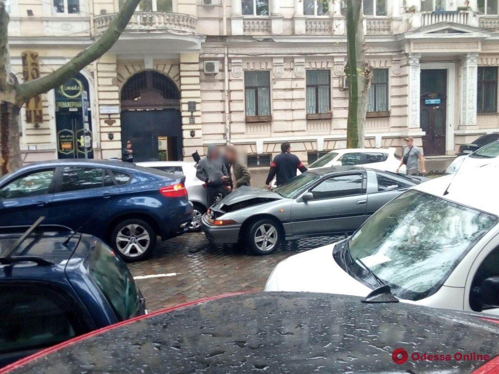 Из-за тройного ДТП в центре Одессы затруднено движение