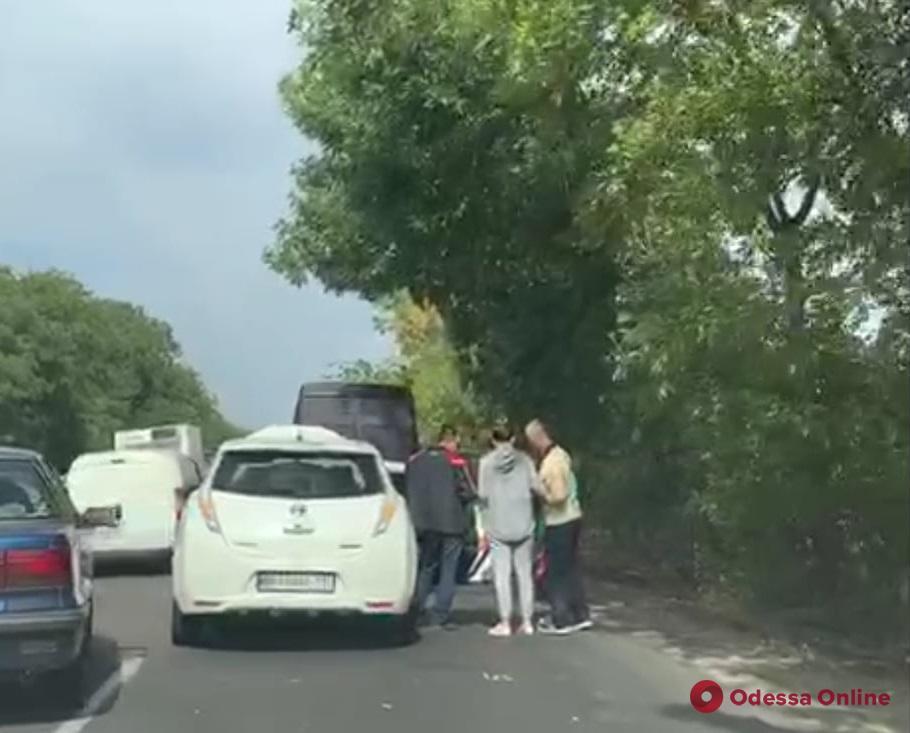 Из-за тройного ДТП на Объездной дороге образовалась пробка (видео)