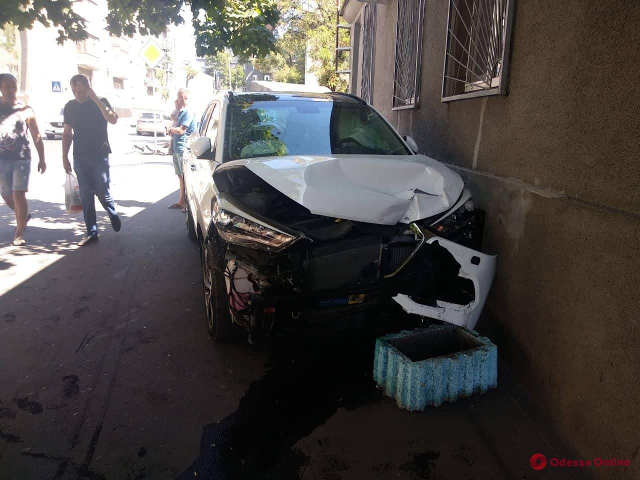 ДТП на Пишоновской: Hyundai врезался в дом