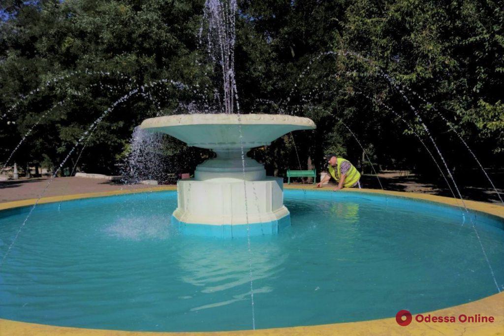 Поврежденный вандалами фонтан в парке Шевченко снова работает