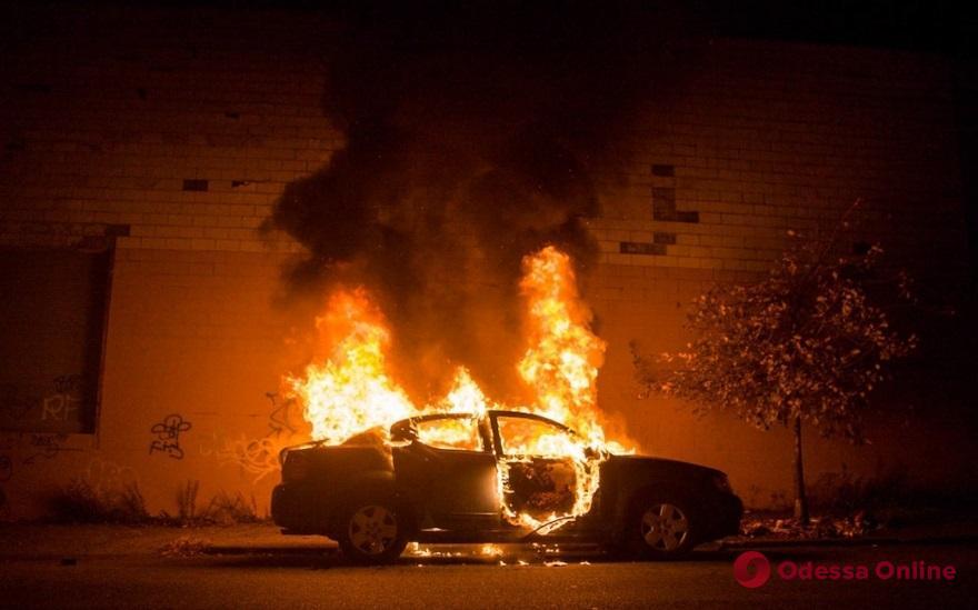 На Фонтанской дороге сгорел Mitsubishi Lancer