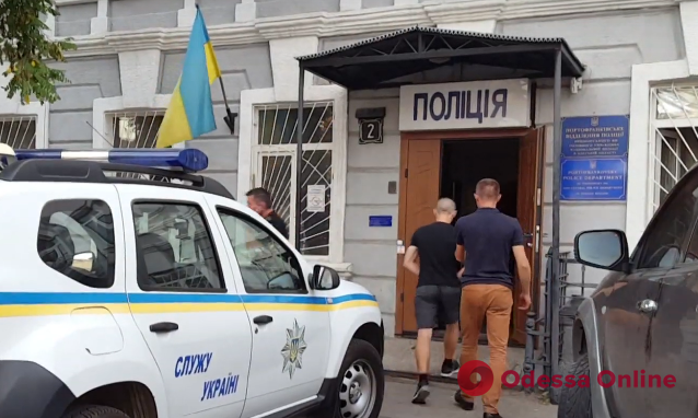 В одесском подземном переходе двое грабителей напали на девушку