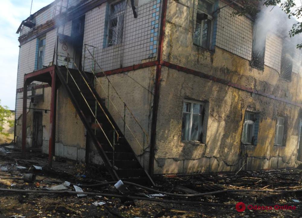 Под Черноморском тушили заброшенное здание