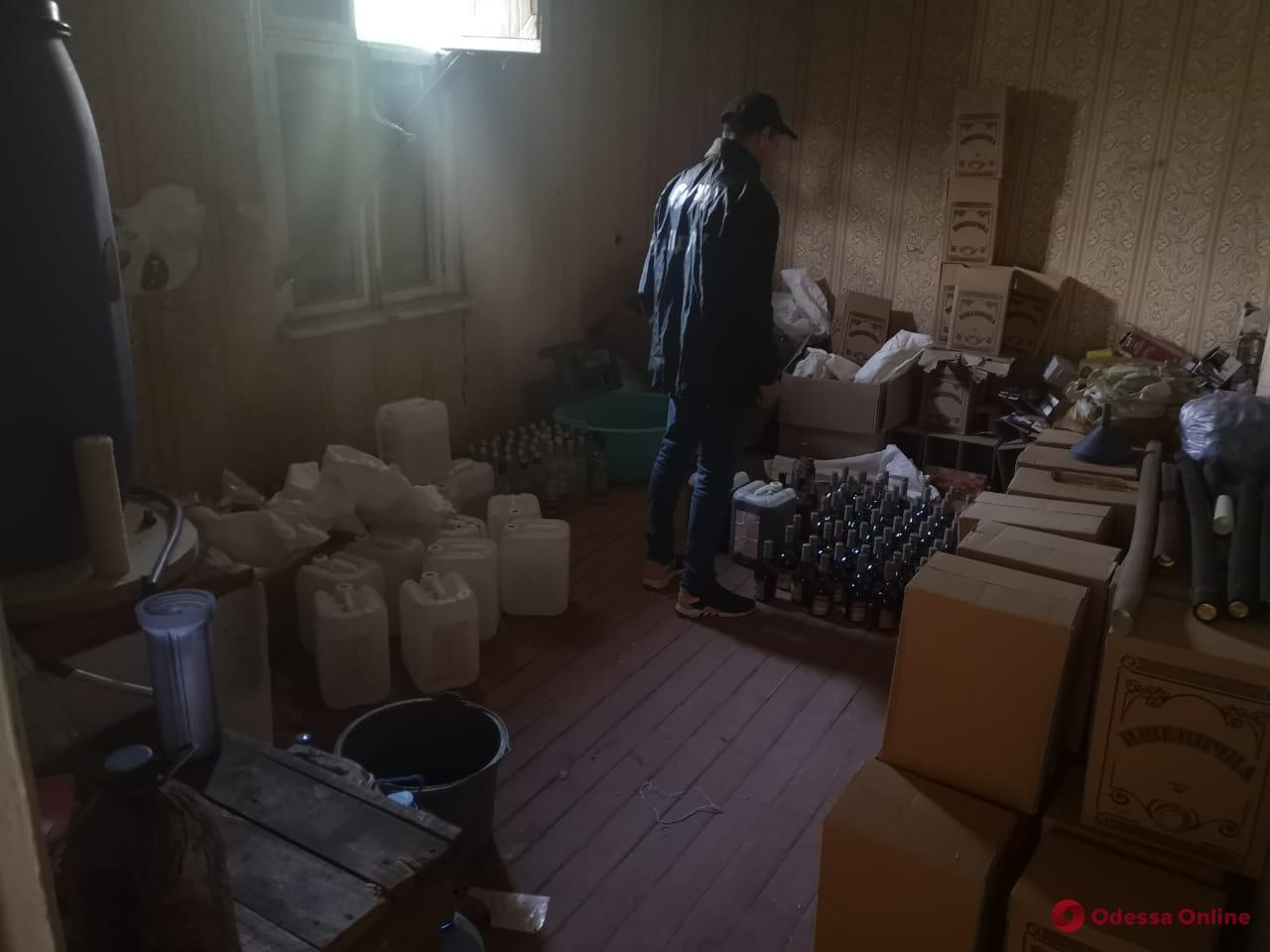 В Одесской области «накрыли» алкоцех на дому