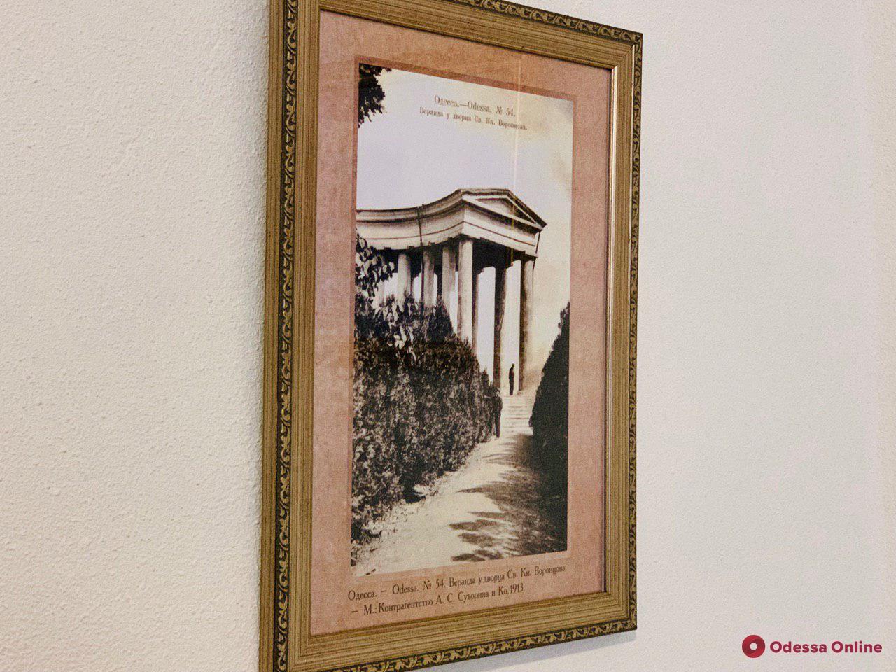 Английское ядро и надгробные плиты: в отреставрированной Воронцовской колоннаде открыли выставку артефактов