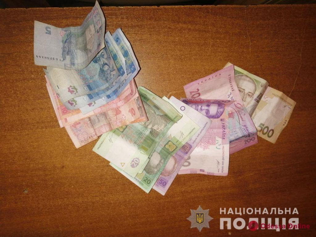 Житель Одесской области проник в дом и ограбил беспомощную пенсионерку