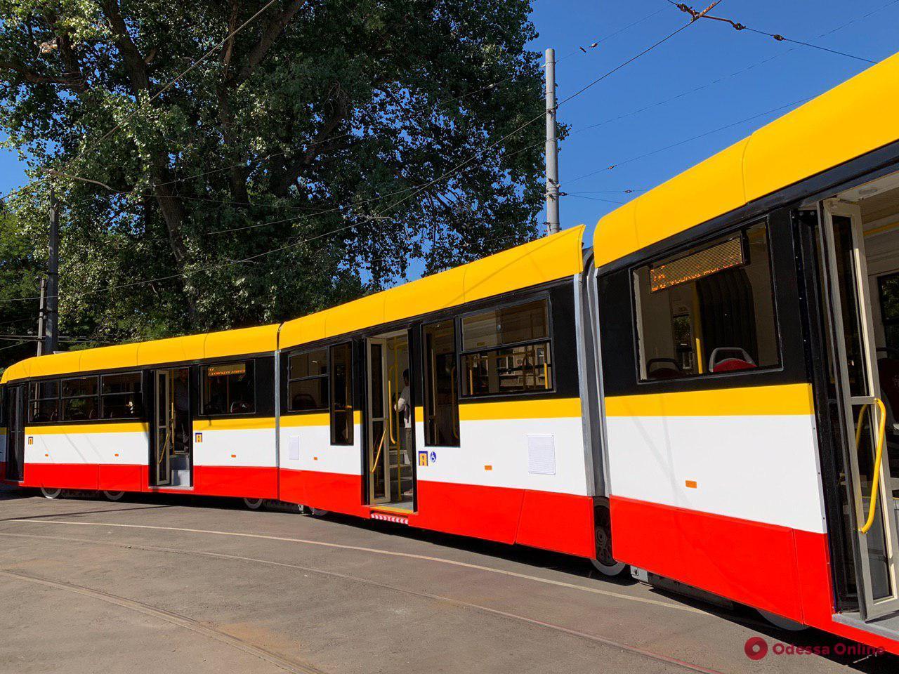 Трехсекционный трамвай «Одиссей-Макс» собрали за 42 дня