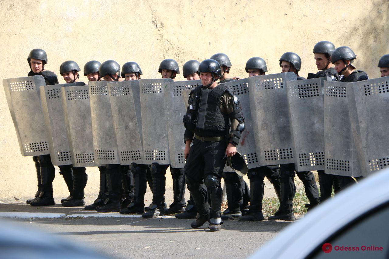 Тренировка перед учениями: одесситов насторожили сотни вооруженных мужчин в бронежилетах (фото, видео)