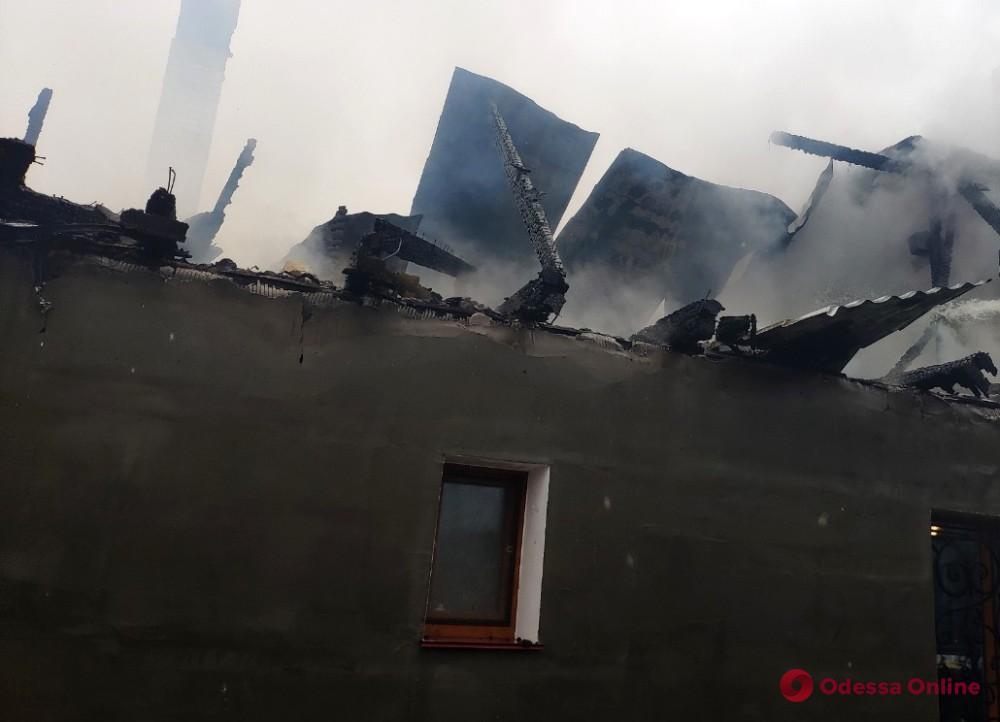 В Одесской области тушили сильный пожар в частном доме