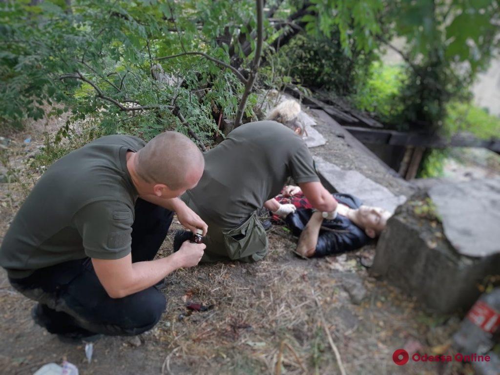 В центре Одессы нашли мужчину с перерезанными венами