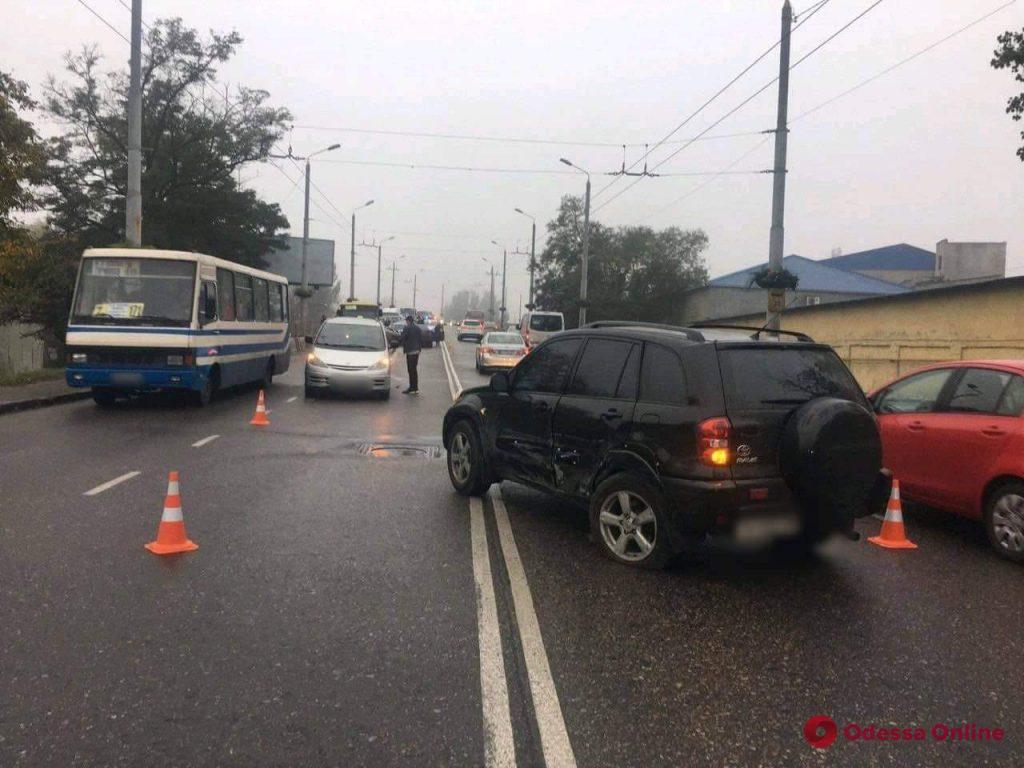 На Ивановском мосту столкнулись Mazda и Toyota