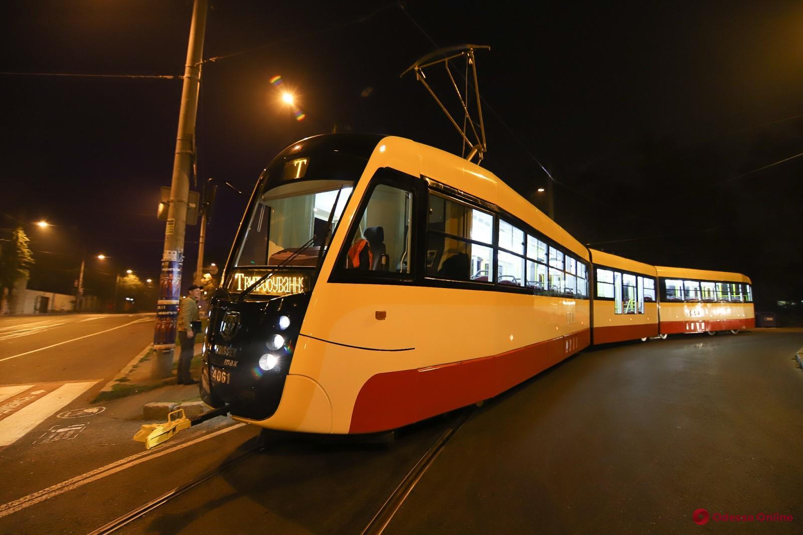В Одессе продолжаются испытания трехсекционного трамвая