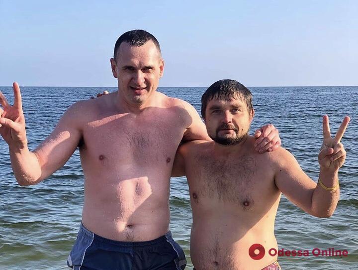 Олег Сенцов искупался в море в Одессе