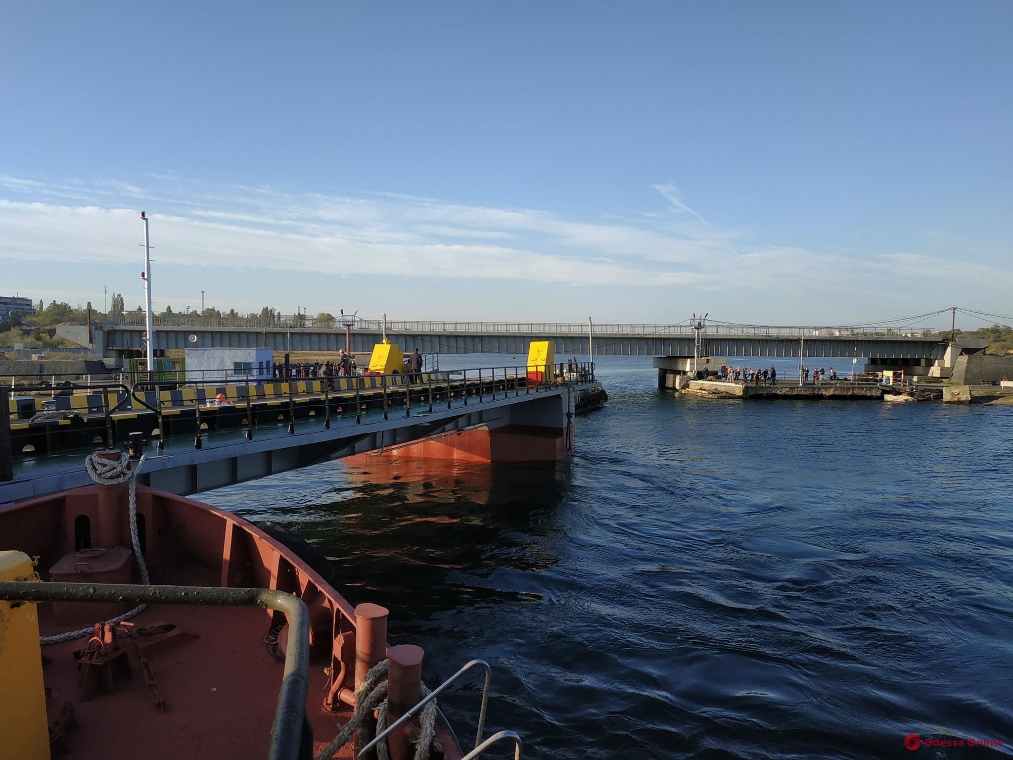 Понтонный мост возвращается на переправу под Черноморском