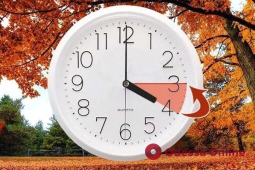 Одесситам на заметку: в это воскресенье переводим часы на зимнее время