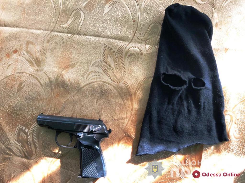 Разбойники в масках набросились на жителя Одесской области
