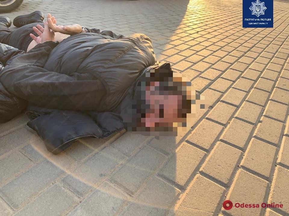 В Одесской области с погоней ловили разыскиваемых преступников