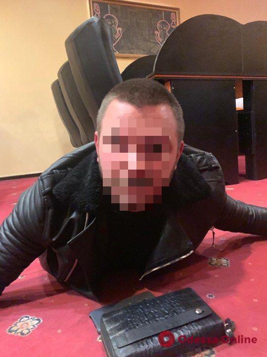 В центре Одессы две группы «активистов» делили «лотомаркет» (обновлено)