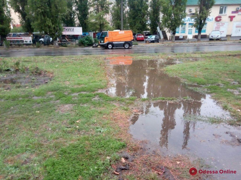 В Одессе из-за дождя затопило проспект Небесной сотни (фото, видео)