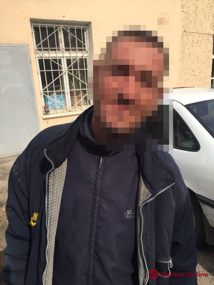 В Черноморске бездомный и его товарищ обокрали 9-летнего мальчика