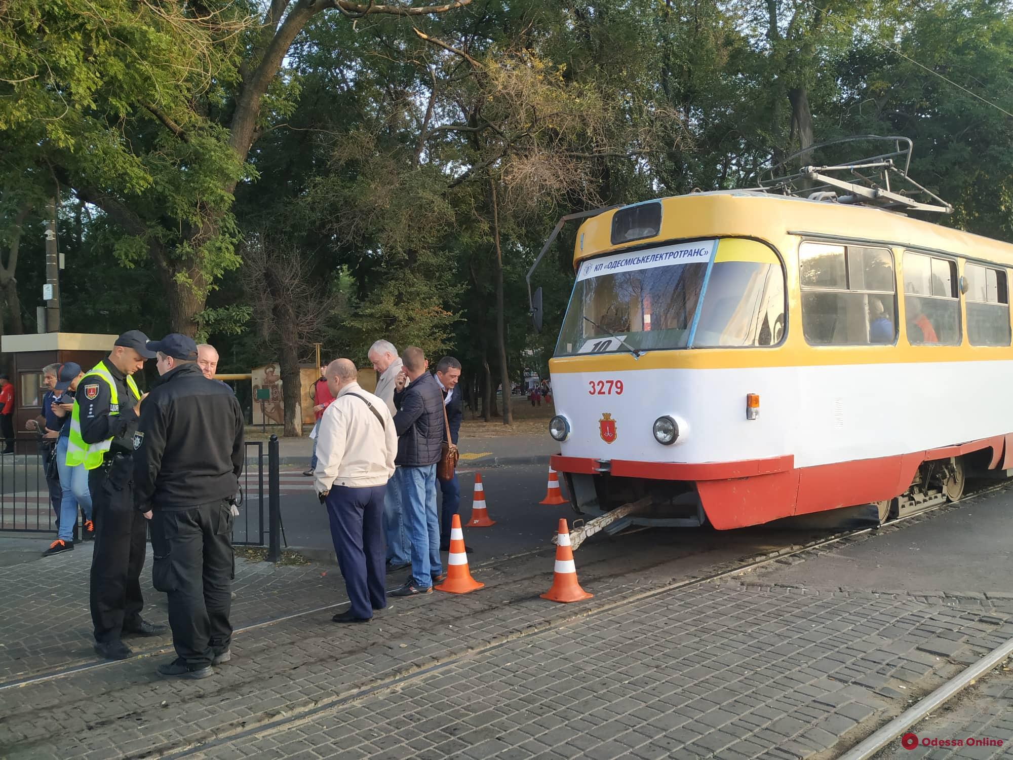 На Старосенной площади трамвай сбил женщину
