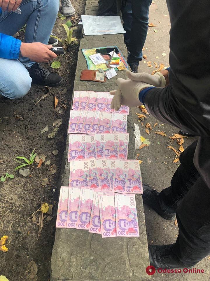 В Саврани на взятке поймали начальника отделения полиции (обновлено)